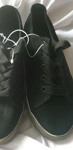 Mia Sport kids size 3 tennis shoe new