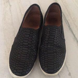Joie slip on sneakers