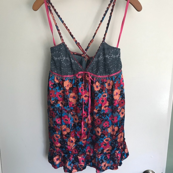 Free People Tops - FREE PEOPLE | 100% silk floral top Size 4