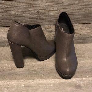 BOOTIES!! Grey leather sz 9