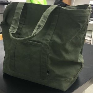 7d5bc4ad3a9e Herschel Supply Company Bags - Herschel Bamfield Mid Volume Green Tote