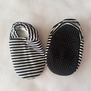 Other - Black and white fabric infant moccs