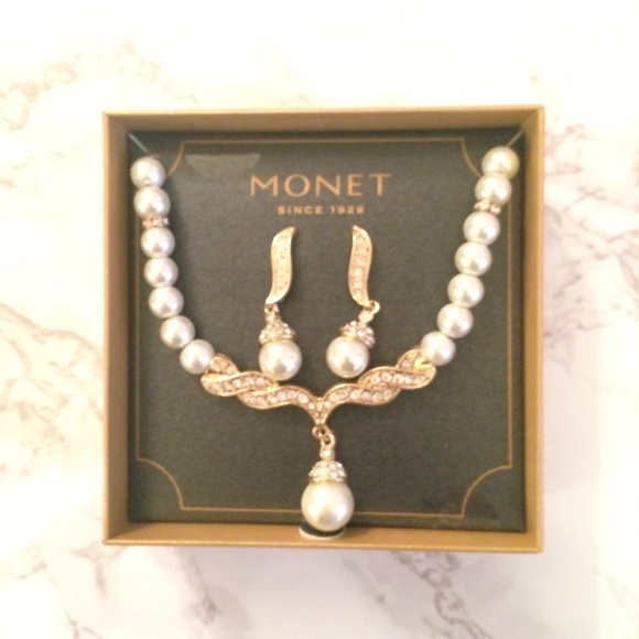 c56d1c5a0ebf4 Monet Faux Pearl Set