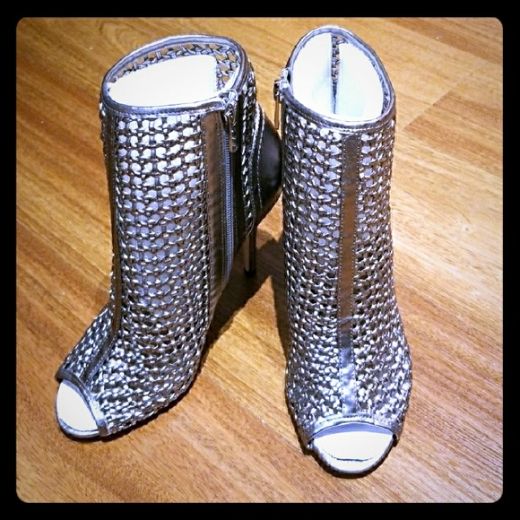 5524f858a  Sam Edelman  Pewter caged peep toe bootie!