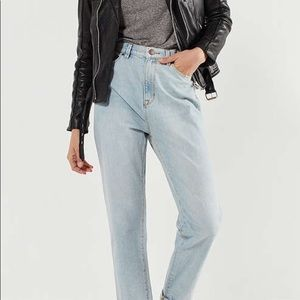 BDG Urban Outfitters High Rise Mom Jeans Size 29