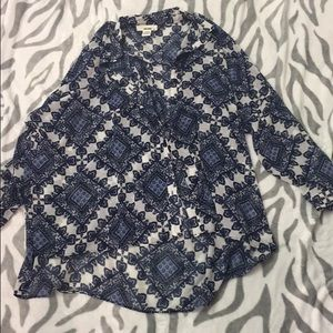 Sans souci shirt medium fits loosely