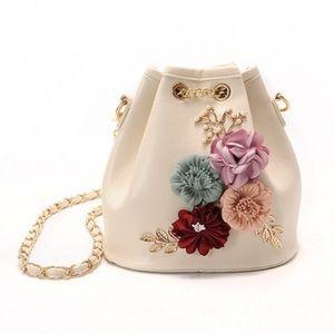 Handbags - New Apricot Floral Bucket