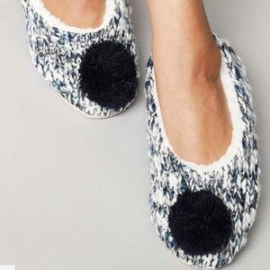 NWT Cozy Sweater Knit Navy Pom Pom Slippers Socks