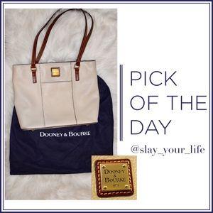 AUTHENTIC Dooney & Bourke Creamy Leather Purse 👛