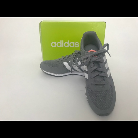 le adidas nuova scatola donne city racer sz 75 poshmark