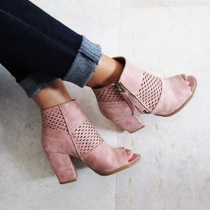 Shoes - 🎉FLASH SALE🎉Blush Peep Toe Booties. Size 5.5