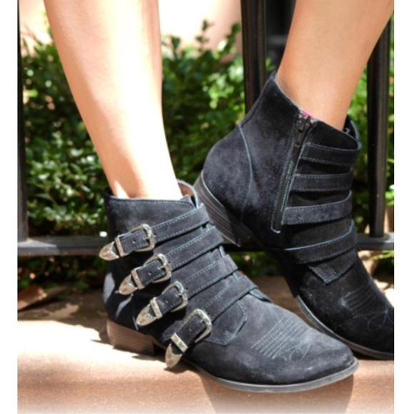 9bb354a38c35 Fibi   Clo New York Shoes - NWOT Fibi   Clo New York Houston Bootie