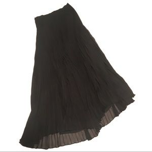 PRICE DROP 🎉🎉 Laundry Long black pleated skirt