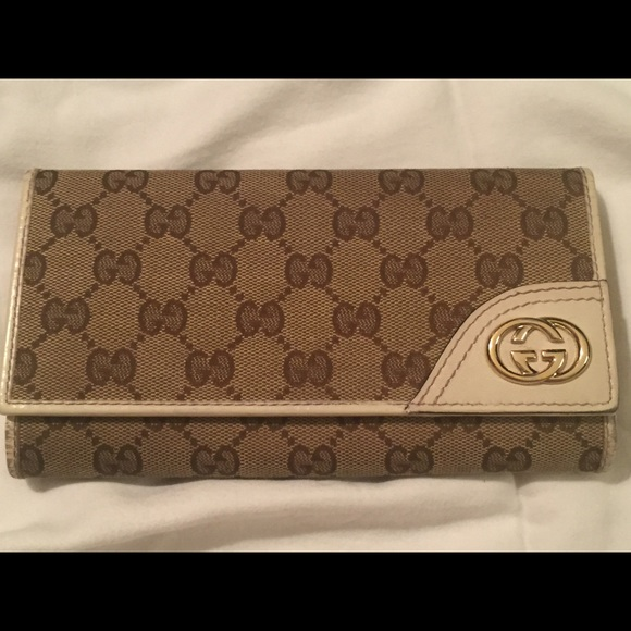120ceb05b5b5 Gucci Accessories - Authentic GUCCI Women Long Wallet w/ snap closure