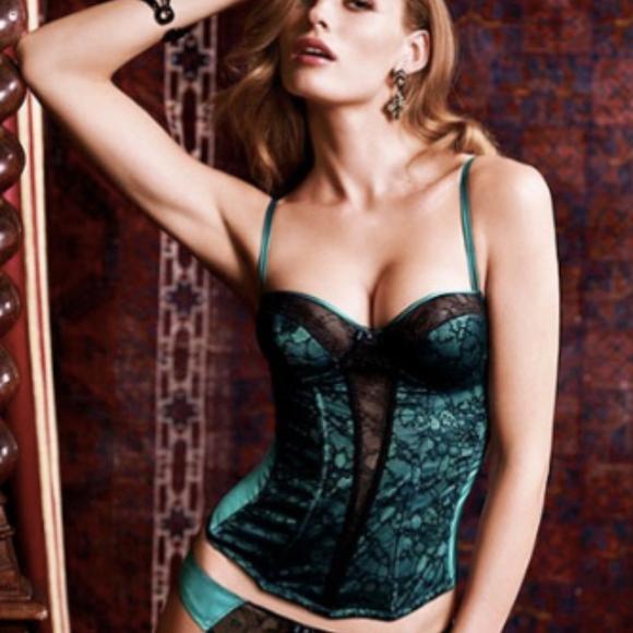 5b188250a7 Victoria s Secret Very Sexy Lingerie Corset 34C. M 5a06a8434225be72a106e9cd