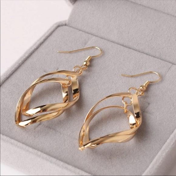 Jewelry - Swirl Drops