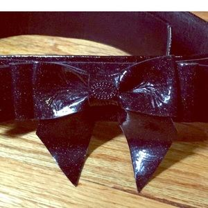Like new Chanel patent leather bow tie belt