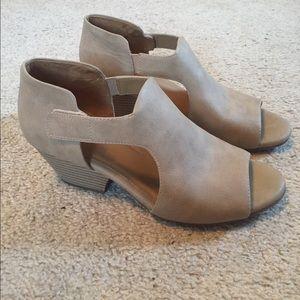 Amazing heeled sandals!