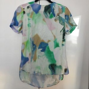 Watercolor print short sleeved top! Super cute
