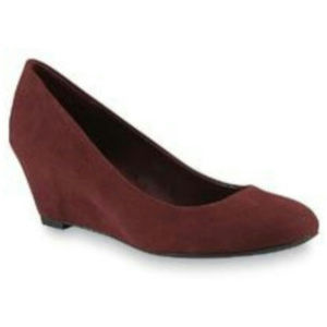 Jaclyn Smith Suede Wedge Shoes