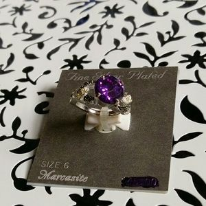 Jewelry - Sliver plated marcasite ring