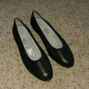 Rockport Black Leather Slip on Flats Size 7N  NWOT
