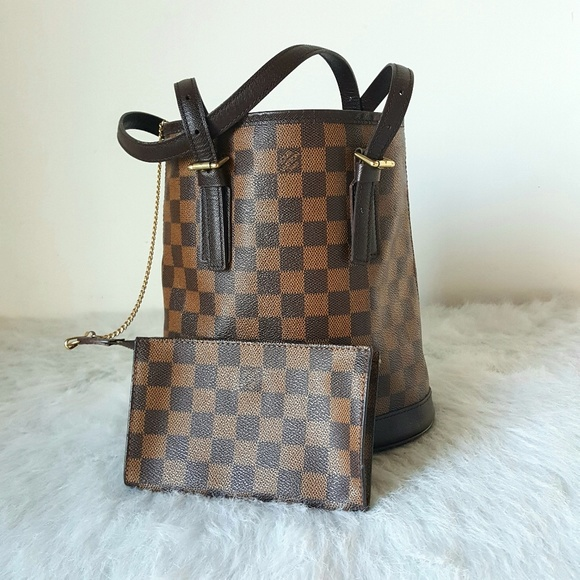 d782218157e4 Louis Vuitton Handbags - Louis Vuitton Damier Ebene Marais Bucket Bag