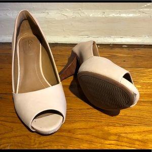 88177f63652 Clarks Shoes - Clark peep toe cream color heel - great condition