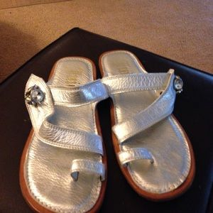 Juicy leather sandals