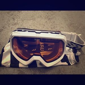 SPY Ski/snowboard goggles.