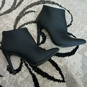 Michael Antonio pointy black leather ankle boots 8
