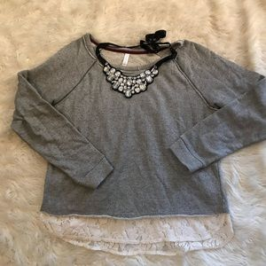 Sweatshirt with lace and necklace XL