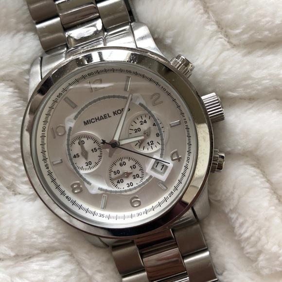 Michael Kors Runway Oversized Silver Watch MK8086.  M 5a075d47c6c795813f0d9638 87fc3581ff