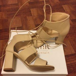 NWB Summit Tie up heels Leather Beige 7 ITALY