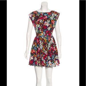 🎉HP💌 Alice + Olivia Silk Floral Dress