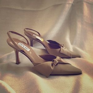 Nude satin slingback with bow