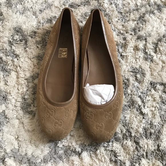 bdcde4e7dab4 Gucci Shoes - Gucci sueded nude ballet logo flats