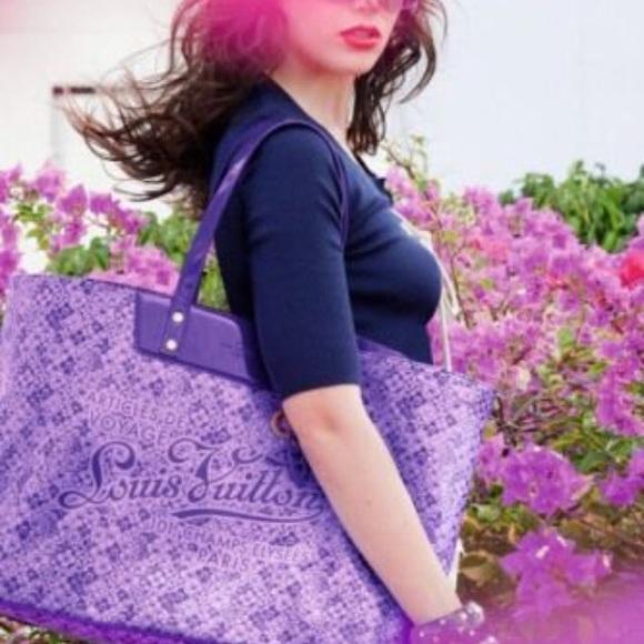 aca6f5bb800d1 Louis Vuitton Handbags - LIMITED EDITION Louis Vuitton cosmic blossom tote