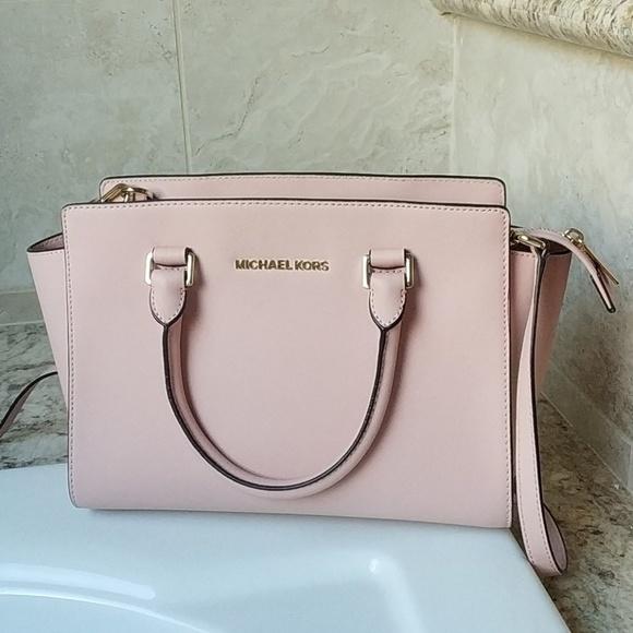 cf0810c01388 M 5a0775d5c2845692190e2d79. Other Bags you may like. Michael Kors White  Purse   Handbag