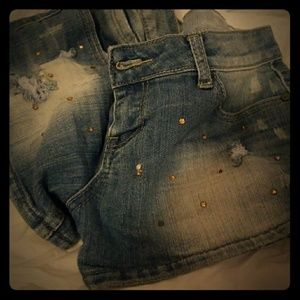 Denim shorts with jewlews