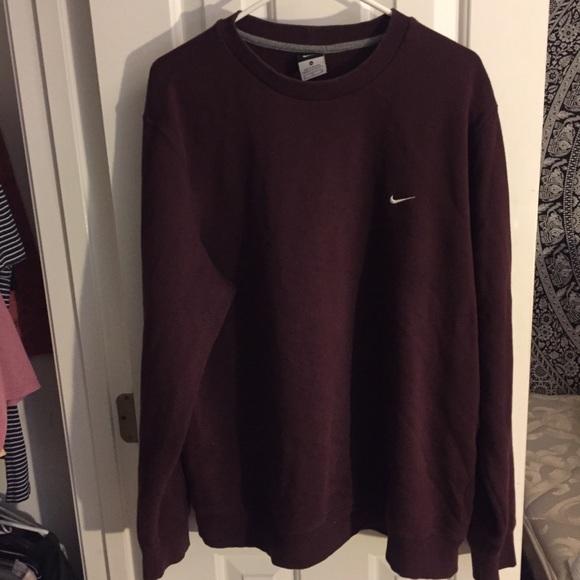 e59d9825c5ab Maroon Nike crew neck sweatshirt. M 5a0776b42ba50a559b0e27f9