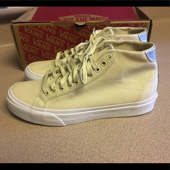 b2f6aa8092 Vans Court Mid Canvas Cloud Cream Women 8.5 Men 7