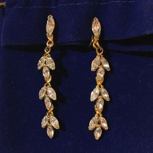 Jewelry - Diamond leafed earring