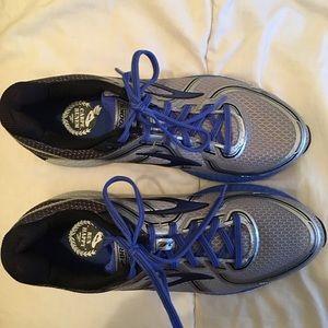 Brooks gts-16 running shoes