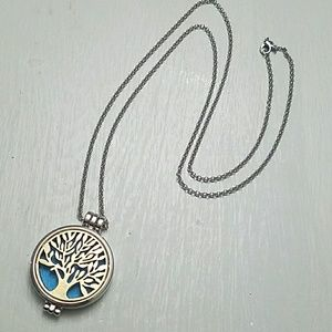 Jewelry - Tree of life silver pendant & chain with gold tree