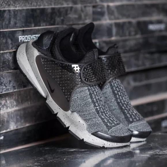 superior quality 6928d 06540 Nike Sock Dart SE Premium for Men