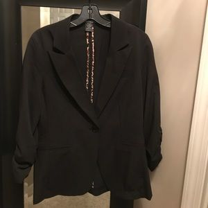 Large Black one button Blazer. Ruched Sleeves.