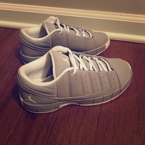 443d2f8d2d95a8 Youth gray JORDAN Team Elite 2 Shoes