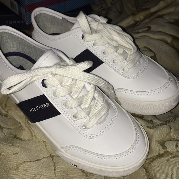 36159633e Boys White Lace Up Tommy Hilfiger Size 1 Sneakers