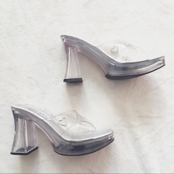 612a39acde78 Vintage 90s Classified Platform Chunky Heels. M 5a07cbad2de51261fa0fcad7